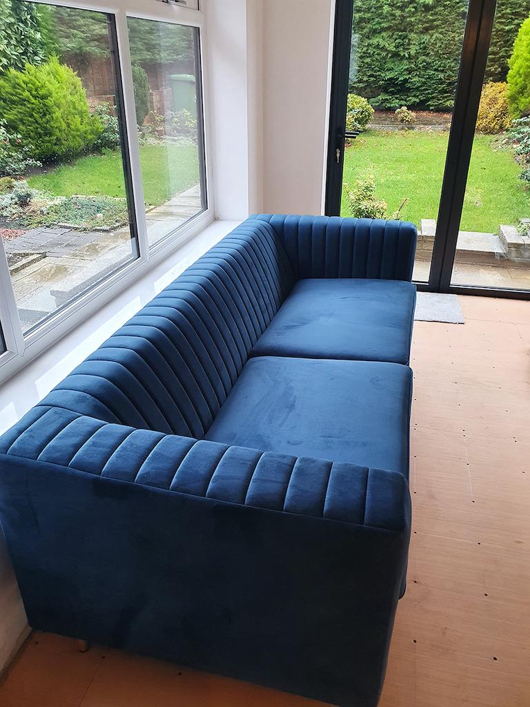 Blaues Dreisitzer-Sofa Slender von Dana