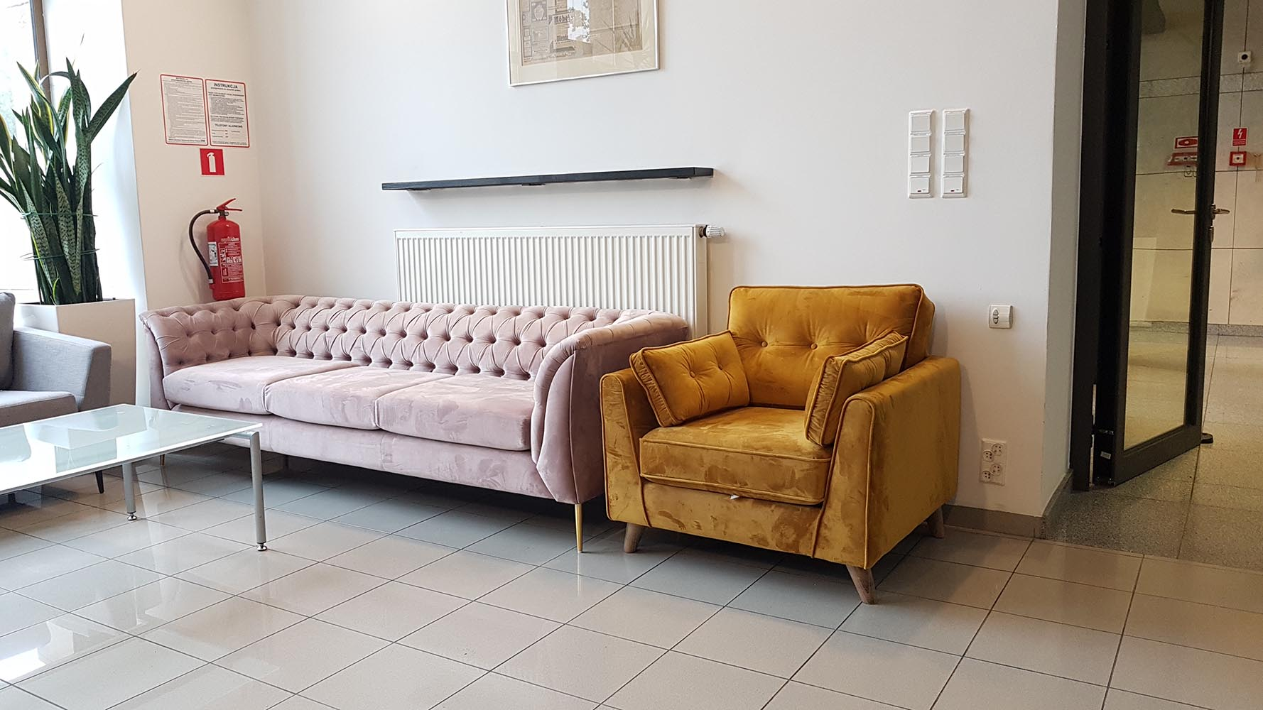 Sofa Chesterfield-Modern und Magnus-Sessel